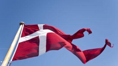 Photo of Hejs Dannebrog i en flot, ny flagstang